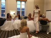 """To nejsou nevěsty, ale módní přehlídka """")"""