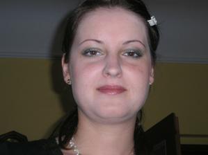 Neumím se tvářit na fotkách :-) To jsou fotky ze zkoušky líčení.
