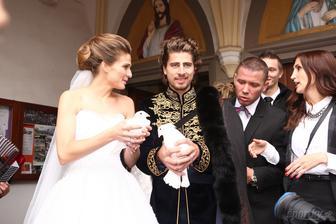 Katka a Peťo AKA Romualdo z Fantaghiro Saganovci prežívali skutočnú tour de svadba. Obrad v Dolnom Kubíne, fotenie s Jakubom Klimom na Oravskom zámku a hostina v Kempinski Štrbské pleso. Tentokrát nie na bicykli ale helikoptérou