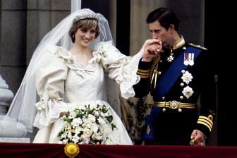 Neverník Charles spravil v roku 1981 z Lady Di princeznú a to pod drobnohľadom 750 mil. ľudí za TV obrazovkami. V roku 1992 začali žiť oddelene a o 4 roky na to sa oficiálne rozviedli. Di si neužívala slobodu dlho, v 1997 zahynula pri autonehode.