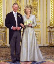 Zaľúbenci Charles a Camilla, Ich láska bola po rokoch naplnená v r. 2005. Civilný sobáš sa uskutočnil za účasti 30 hostí, bez rodičov ženícha. Cami nebol udelený titul princeznej z Wallesu ale ostala vojvodkyňou z Cornwall.
