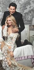 ...hostina v luxusnom hoteli v Marakeši. Šaty mala Adriana od Zuhaira Murada za cca 70tis eur. Ručne vyšívané zdobené perlami a čipkou. Pred Aďou sa v nich stihla ukázať ešte Kylie Minogue.
