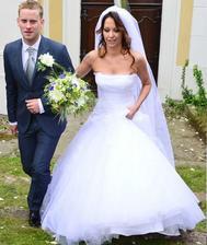 To, že svadobné prípravy nemusia trvať mesiace či roky dokázala Agáta Hanychová a Jakub Prachař. Tým na prípravu stačil jediný deň, v sobotu ráno sa zasnúbili a večer bola svadba o ktorej nevedela ani Agátina mama.