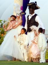 To ako vyzerala svadba Heidi Klum a Seala v roku 2005 v jeho dome v Mexiku síce nevieme, ale dvojica si svoje svadobné sľuby obnovovala každý rok, až pokiaľ to po siedmich rokoch Seala neprestalo baviť a rozprávke bolo koniec.