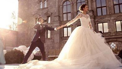 Murad Osmann a Nataly Zakharova v šatách od Very Wang. Najznámejšia instagramova dvojica. Fotka v štýle #followmeto nesmela chýbať. Pre mňa osobne najkrajšia svadba ever!