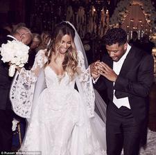 Ciara a Russell Wilson do toho praštili v roku 2016 na anglickom zámku. Nevesta v krásnych šatách od Roberta Cavalliho vraj až do svadby so svojím manželom nič nemala…
