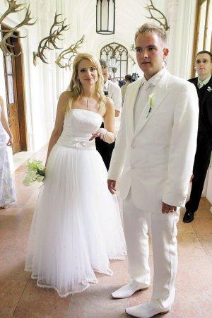 Rok 2006 sa stal osudným Marianne Ďurianovej a Liborovi Boučkovi, ktorý ešte aj po rozvode splácal túto vyše miliónovú parádu. Lednice, 5 metrový závoj, 120 hostí a ako darček živá kačka, prasa a ehm možno aj parohy?