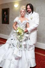 Ak by bola súťaž o najnesympatickejšieho muža v živote Ivety Bartošovej, tak by ju bez debaty vyhral Jiří Pomeje, s ktorým vstúpili v 2008 do zväzku manželského. Pomeje sa radoval, svadbu z väčšej časti zacvakali sponzori. Rozprávka so smutným koncom