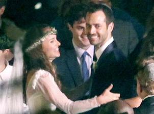 Na tom istom mieste ako Anne mala ešte pred ňou svadbu Natalie Portman, ktorá si za muža vzala Benjamina Millepieda. Utajená židovsko-francúzska svadba na californskom pobreží.