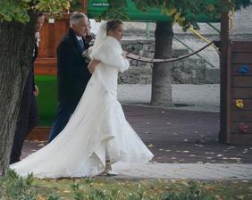 """Prvú 10ročnicu zvládla speváčka Kristína vo vzťahu so svojim manažérom Mariánom """"bez papiera"""", tú druhú začali ako manželia a v chladnú októbrovú sobotu si za účasti najbližšej rodiny, mimoriadných utajovacích opatrení a SBSky povedali """"ta ňe""""."""