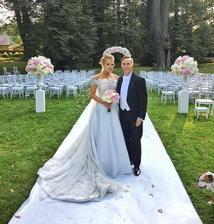 nebyť Domi, mohla to byť svadba roka, Chateau Herálec, šaty od Borisa Hanečku inšpirované Grace Kelly, záplava kvetín a kytica, ktorá pristála v rukách Adely, aby ani tá neostala na ocot...
