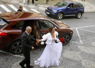 """Áno má za sebou už aj Zdenka predná a Oskar Rózsa, ktorí zorganizovali halloweensku svadbu koncom októbra v BS. Nevesta zvolila model praktický pre kojace matky """"vytiahneš a piješ""""."""