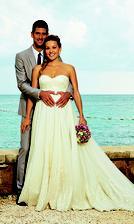 V roku 2014 Novak Djokovic najprv vyhral Wimbledon (brnkačka) a potom si vzal svoju detskú lásku Jelenu za manželku. Evidentne tehotná Jelena žiarila v šatách Sarah Burton 4Alexander McQueen keď kráčala uličkou čiernohorského rez(ňa)ortu k manželovi.