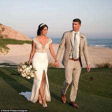 Michael Phelps a jeho dlhoročná láska Nicole si povedali áno rovno 2x. Najprv tajne doma v Arizone a potom prišla veľká párty v Cabo. Do pozornosti dávam fakt, že krásna nevesta v šatách od Julie Vino bola na svadbe len 5 mesiacov po pôrode.