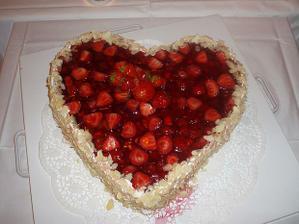 náš dortík, náhodička jahody :-DDD