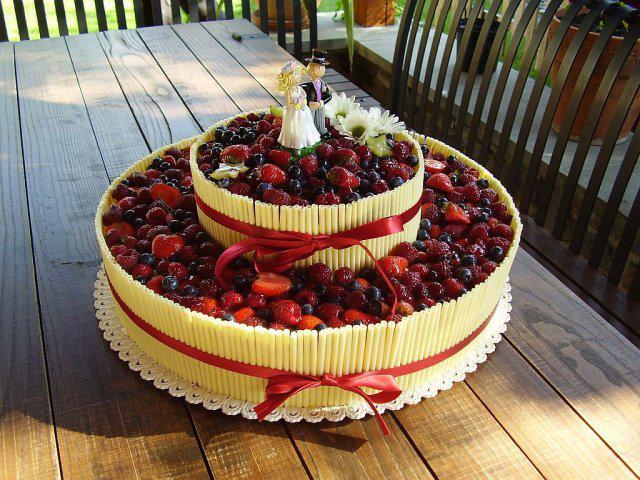 Plány vs. realita - podobný dort, ale jen maliny a čoko trubičky