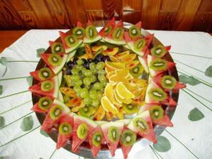 Krásně připravené tácy s ovocem, děkujeme personálu restaurace Dvorana ve Smiřicích