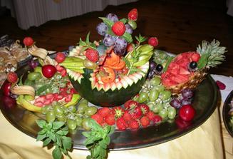 nazdobene melouny na stul,jako vyzdoba