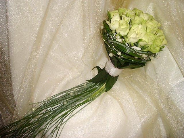 Moje predstavy o mojej svadbičke, ktora by sa mala  konať 12.9.2009 - Super kytica
