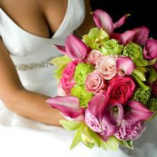 pouze pro barevnost jinak lilie určitě, růže (prý cesta trnita tak asi ne) místo nich frézie