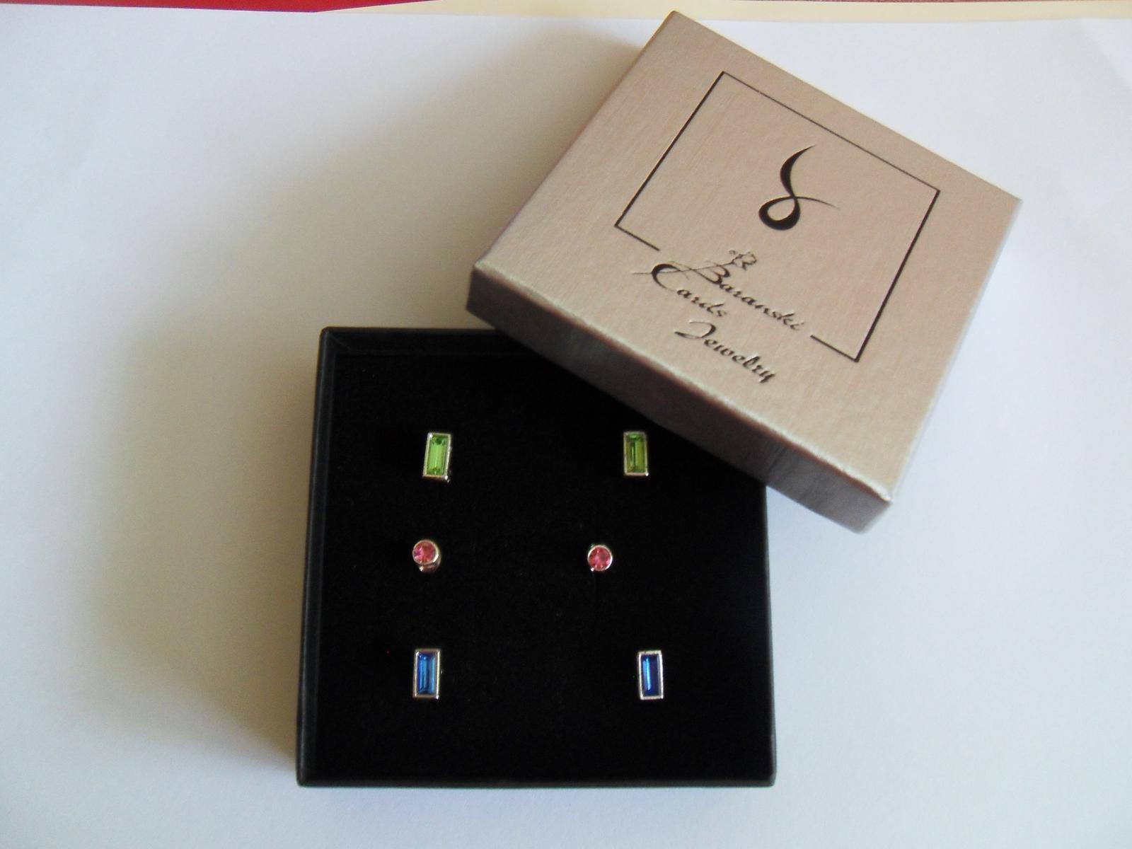 Kazeta tří párů náušnice (růžové, zelené a modré) - Obrázek č. 1