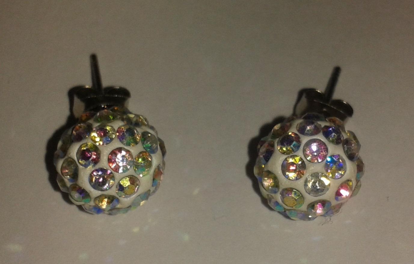 Elegantní náušnice kuličky s duhovými kameny - Obrázek č. 1