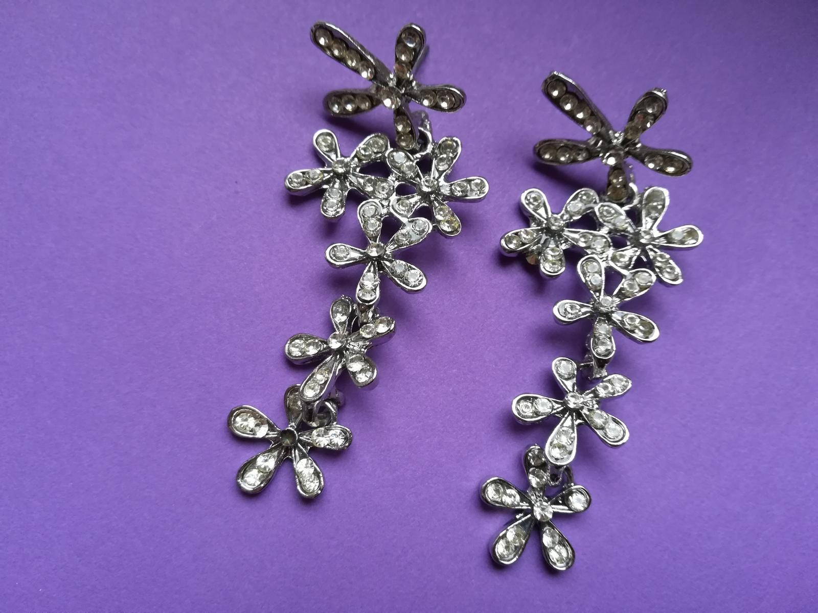 Stříbrné květinové náušnice s kamínky - Obrázek č. 1