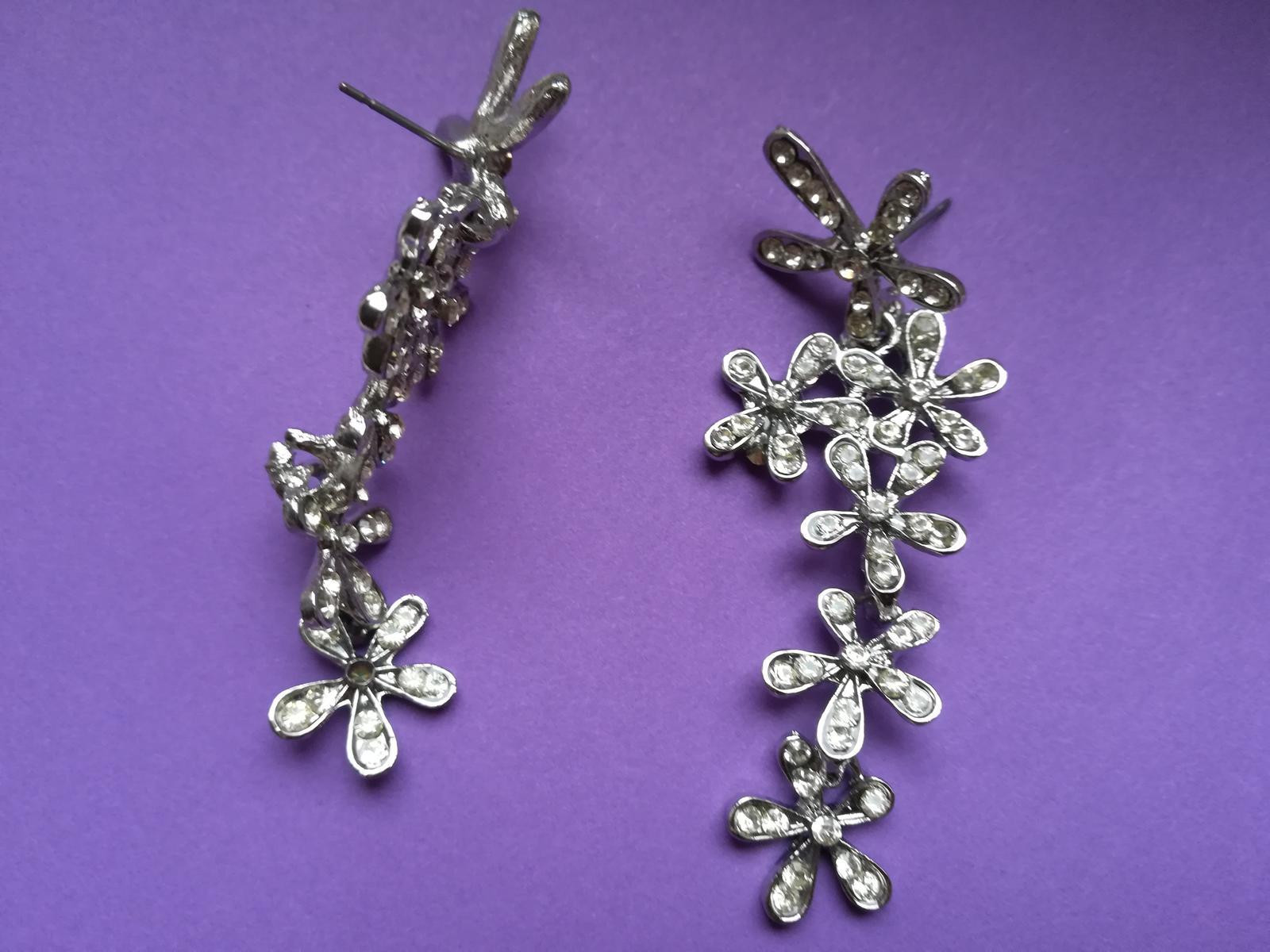 Stříbrné květinové náušnice s kamínky - Obrázek č. 2
