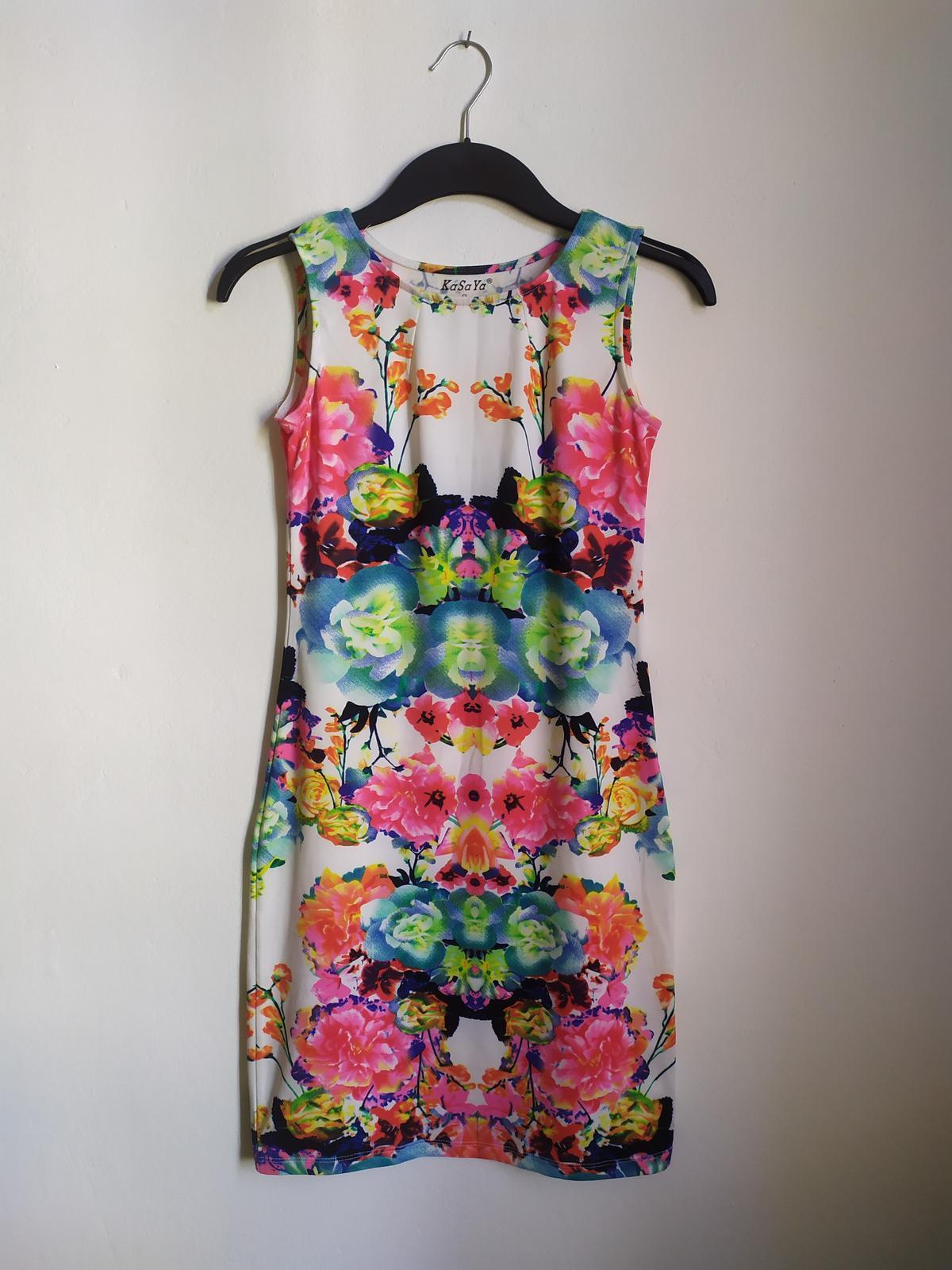 Barevné mini šaty na ramena - vel. S - Obrázek č. 2