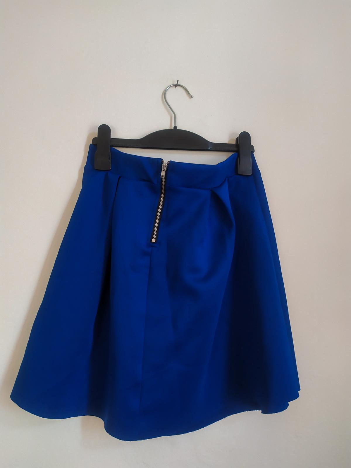 Královsky modrá skládaná mini sukně H&M - vel. 38 - Obrázek č. 2