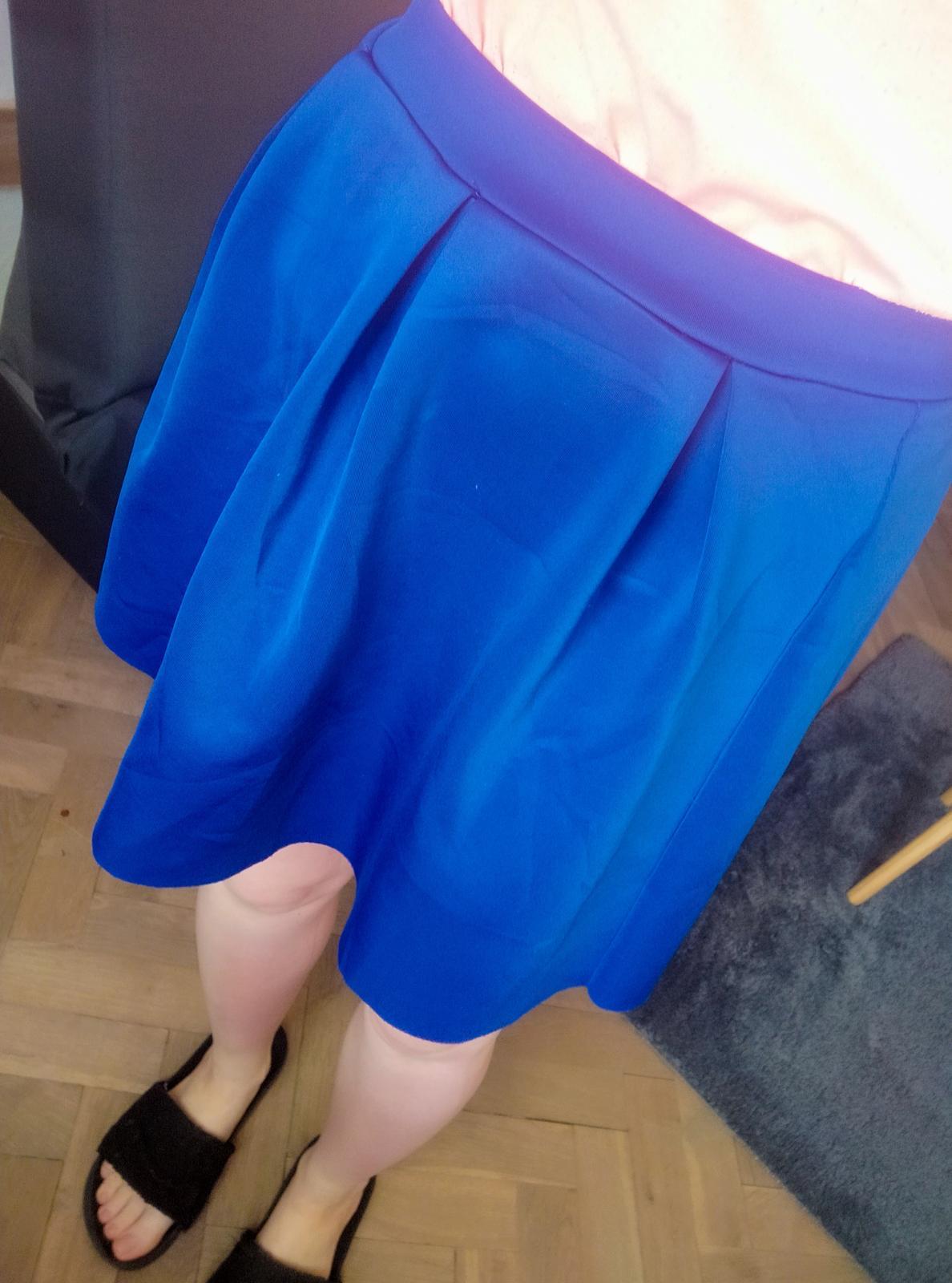 Královsky modrá skládaná mini sukně H&M - vel. 38 - Obrázek č. 3