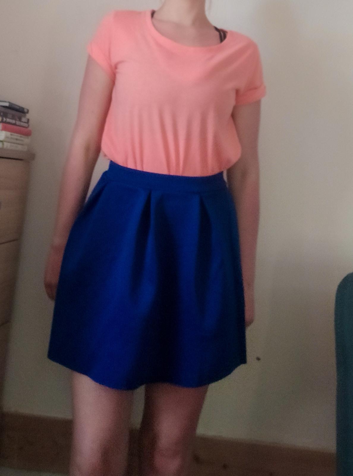 Královsky modrá skládaná mini sukně H&M - vel. 38 - Obrázek č. 4