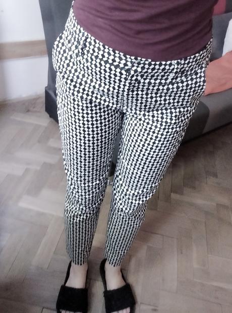 Černobílé společenské kalhoty se vzorem H&M 36 - Obrázek č. 1