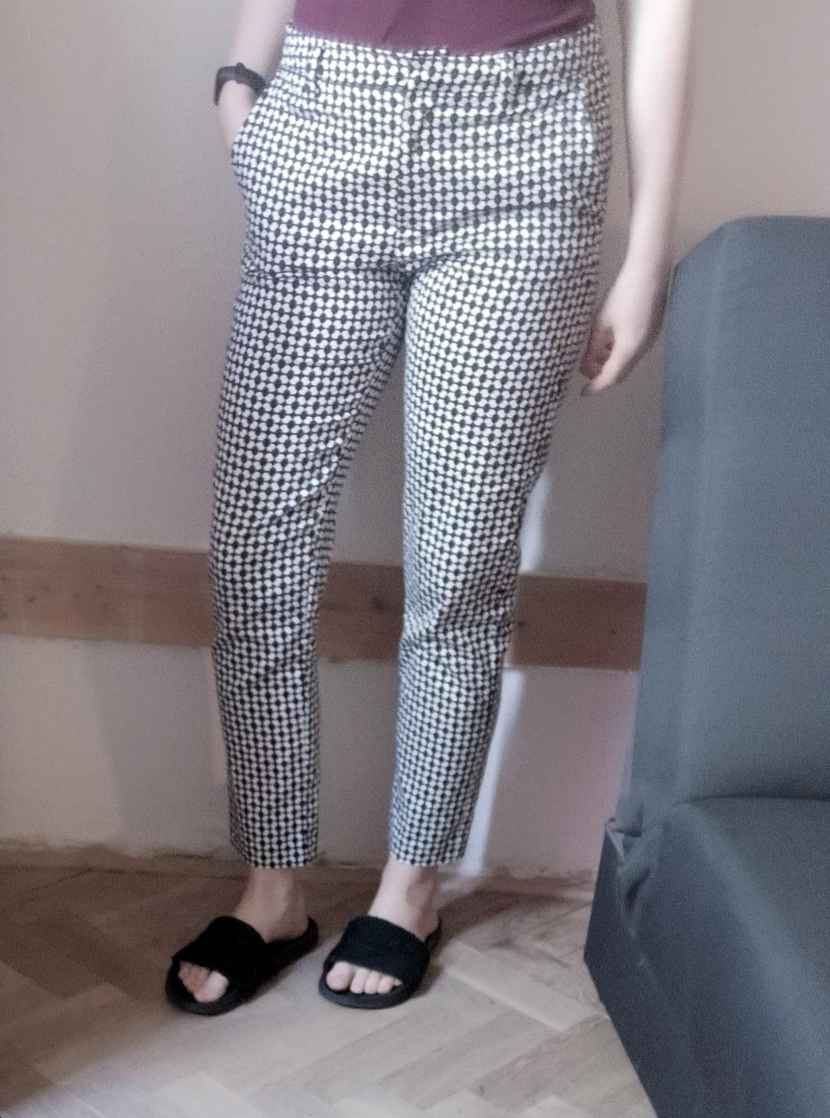 Černobílé společenské kalhoty se vzorem H&M 36 - Obrázek č. 2