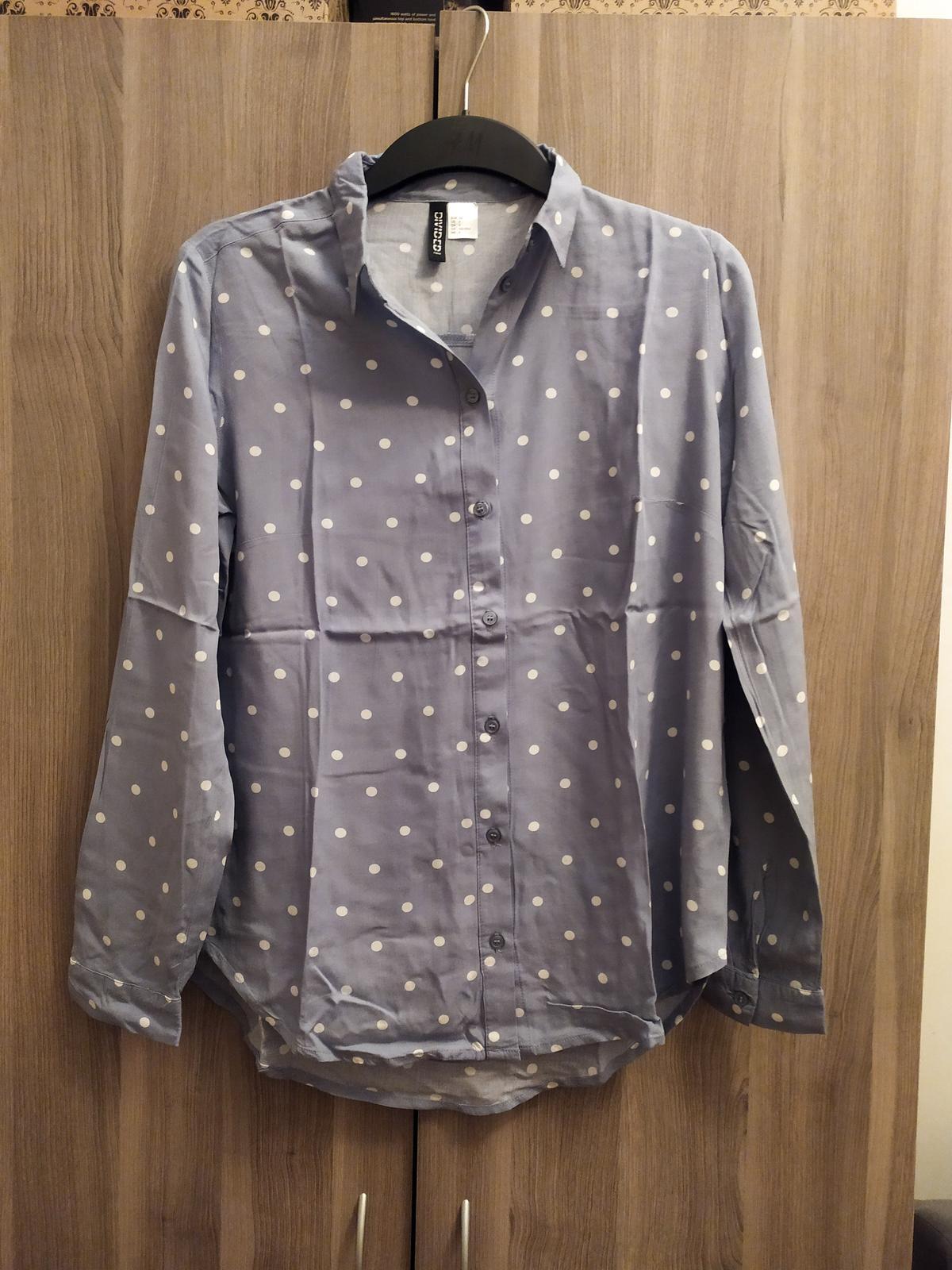 Světle modrá košile s bílými tečkami H&M vel. XS - Obrázek č. 2