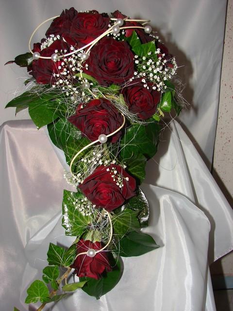Pripravy na moju svadbu - Tato kytica je pekna, ale ja cervenu nechcem.