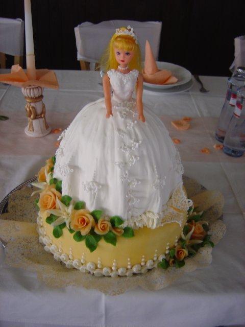 J&m - tak toto je naozaj klasická svadobná bábika :)