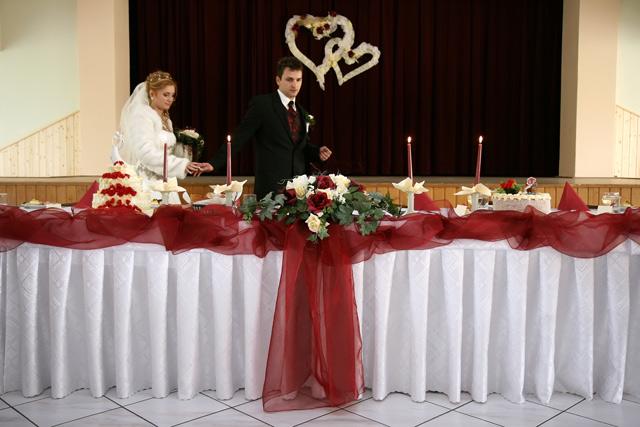 Lucia a Juraj - takto musím mať vyzdobený stôl, je to nádhera..veď mi niečo vymyslíme...