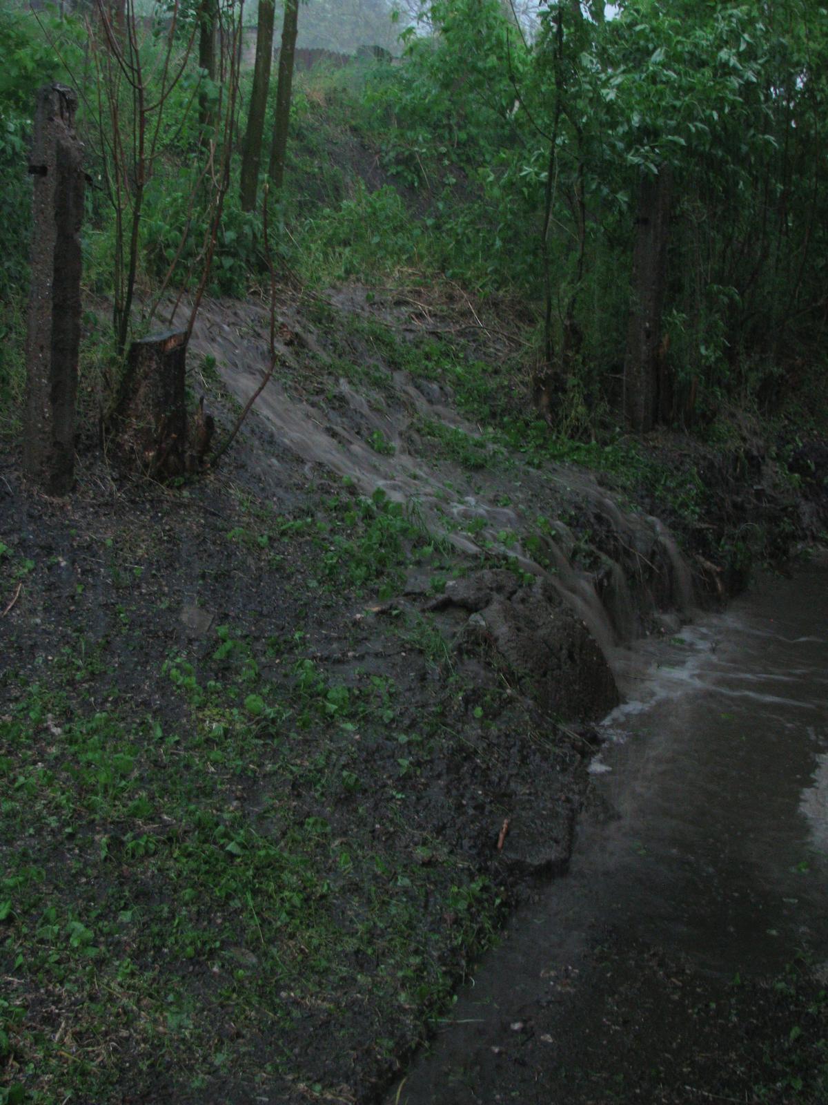 Pasivní dřevostavba - Hýskov - Takový menší soukromý vodopád... :)