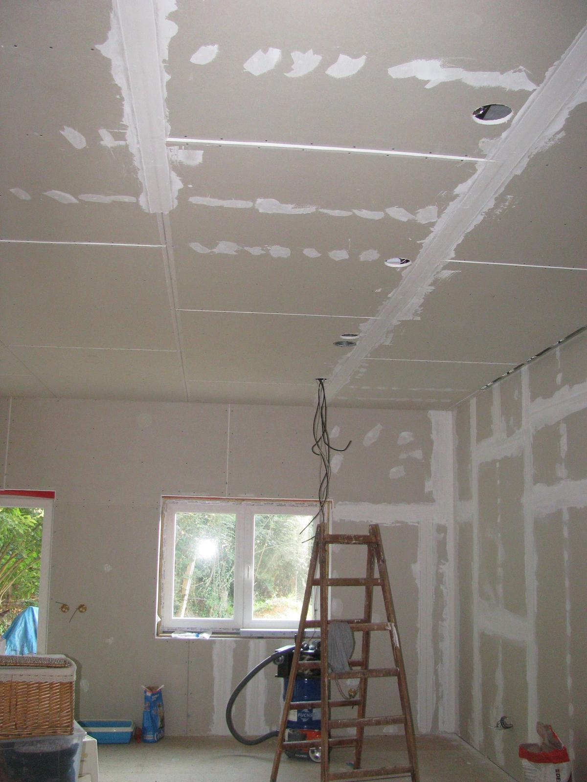 Pasivní dřevostavba - Hýskov - opláštění 48m2 stropu + vzduchotechnika, elektro... a trvalo mi to jen od května do září :D  nějak furt není čas dělat u sebe doma :)