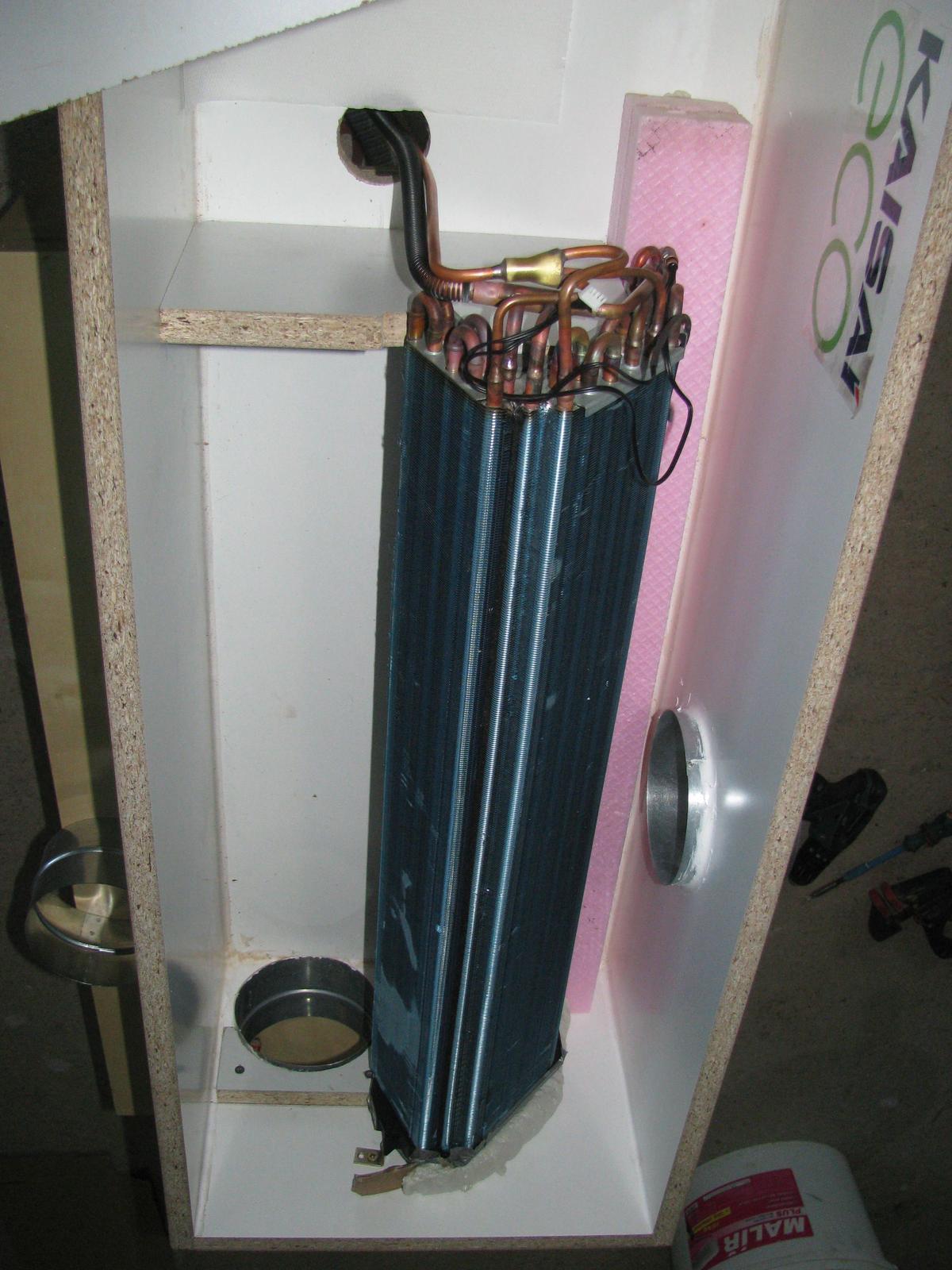 Pasivní dřevostavba - Hýskov - prototyp boxu pro začlenění výměníku klimatizační jednotky do okruhu vzduchotechniky