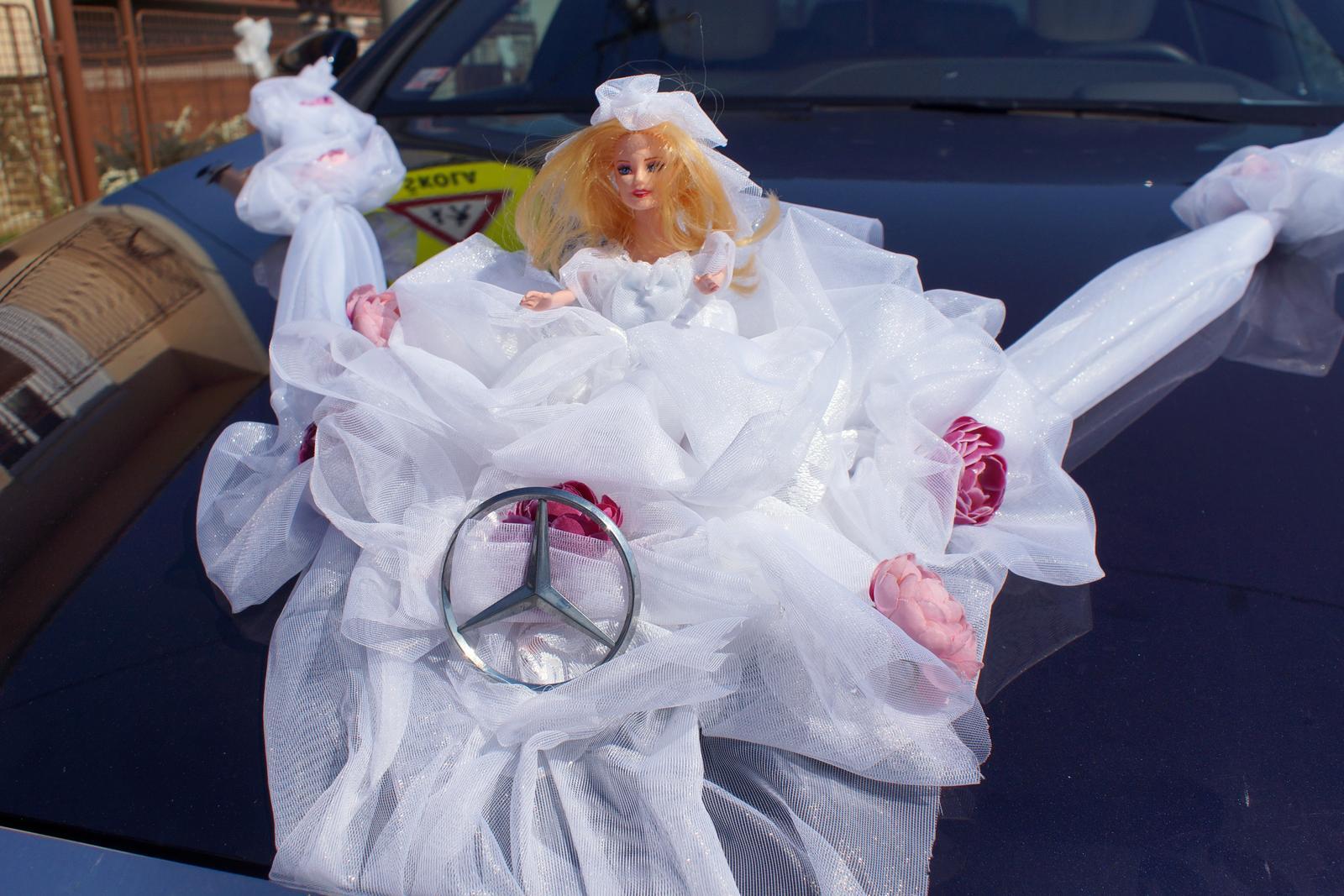 svadobná barbie na auto  - Obrázok č. 1