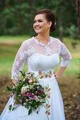 Svadobné šaty s výšivkou, 44