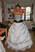 Netradiční šaty, 44