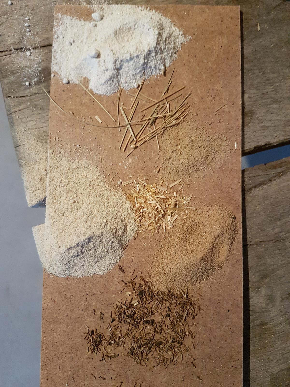 Naša cesta z mesta - Vzorky hlinených omietok a sušených byliniek