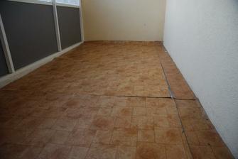 Podlaha v lodžii. Pod linem najdete koberec a pod kobercem panel :)
