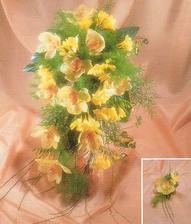Ideální by byli tulipány, ale ty v červenci jen tak neseženu. Frézie také nevypadají špatně, ale růže je růže, takže čajová růžička a méně toho zeleného roští.