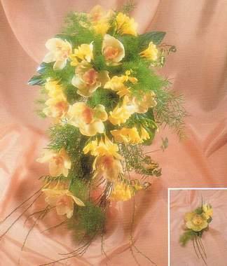 16.7.2005 - Ideální by byli tulipány, ale ty v červenci jen tak neseženu. Frézie také nevypadají špatně, ale růže je růže, takže čajová růžička a méně toho zeleného roští.