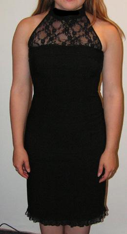 16.7.2005 - Za laskavé pomoci a vlastnosti, díky které by Fim ukecala i mrtvolu, jsem si koupila tyto šaty na popůlnoční převlečení :-)