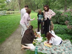 piknik v zámecké zahradě